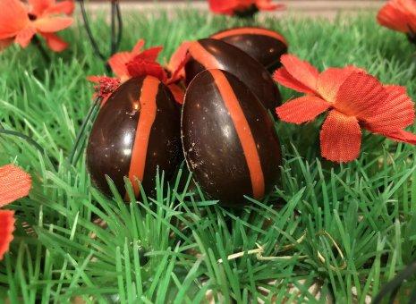 Chocolade paas eitje met kersen