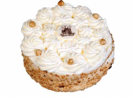 Glutenvrije hazelnootslagroom taart