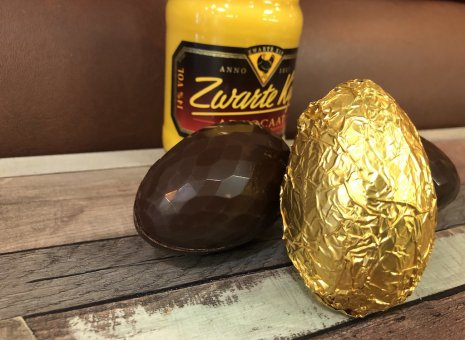 Advocaat chocolade ei gold wrapped