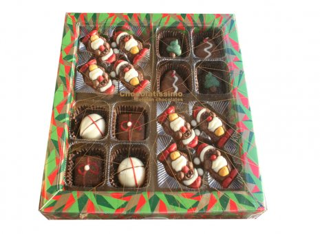 Kerst doosje gevuld met bonbons en figuurtjes
