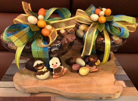 Luxe chocolade paasei met paaseitjes