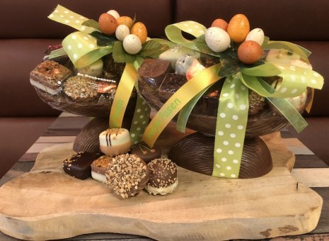 Handgemaakt luxe chocolade ei met bonbons